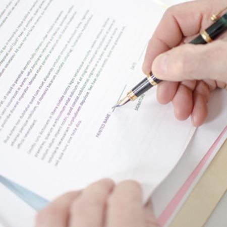 Abogado especialista obligaciones y contratos